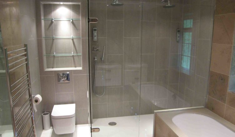 Right Artwork in Bathroom is a Part of Luxury Home Designs
